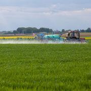 Le COVID ne justifie pas d'épandre des pesticides au ras des habitations9 ONG saisissent la justice en urgence pour stopper les dérogations aux distances d'épandage