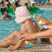 Test sur les crèmes solaires pour enfantFausse sécurité sur les UVA pour près d'un tiers des produits !
