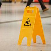 Accident dans un magasinLes clients pourraient être mieux protégés