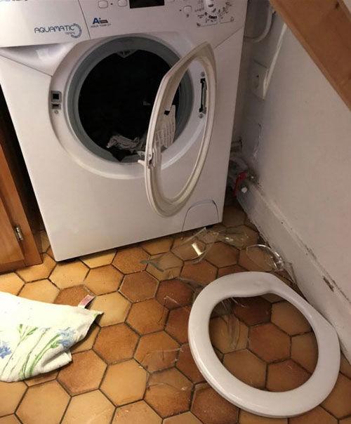 Le hublot du lave-linge après l'explosion