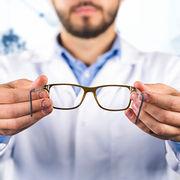 Lentilles et lunettesLes opticiens peuvent répondre aux urgences