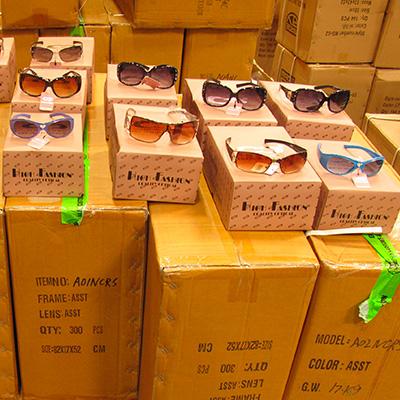 ed065ad148 Sécurité des consommateurs - Des lunettes de soleil dangereuses saisies -  Actualité - UFC-Que Choisir
