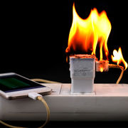 Chargeurs de smartphones1 modèle sur 2 dangereux !