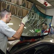 AutomobileUn carrossier brise la glace